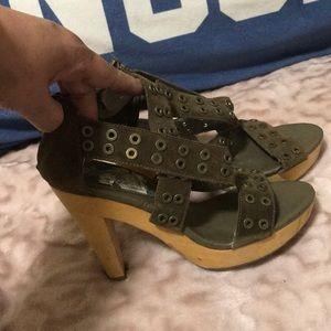 Banana republic moss green heels